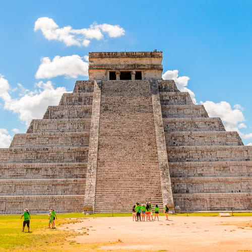 https://happyshuttlecancun.com/images/chichen-itza-home.jpg
